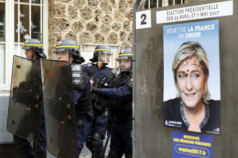 Image of riot police in France
