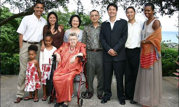 Photo of the Obamas and extended family